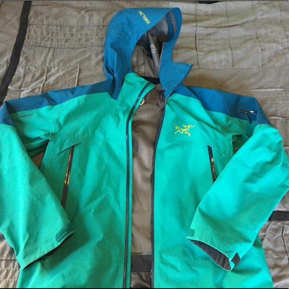 4b1bfa3fac Arcteryx Sabre Ski Shell Jacket Men's Blue/Green. M_5ad8a2a05512fd65543d7a56